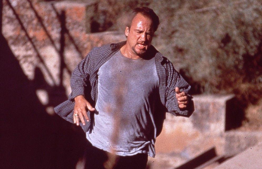 Bill Manucci (James Belushi) ist auf der Flucht