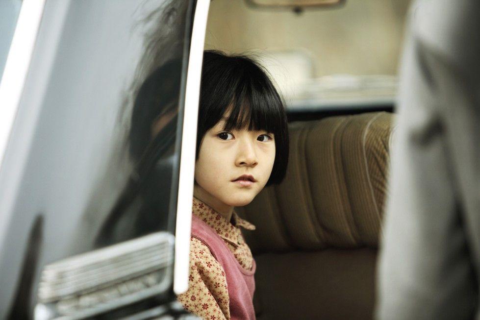 Jinhee (Sae-ron Kim) schenkt ihrem alten Leben als Waise einen letzten schüchternen Blick