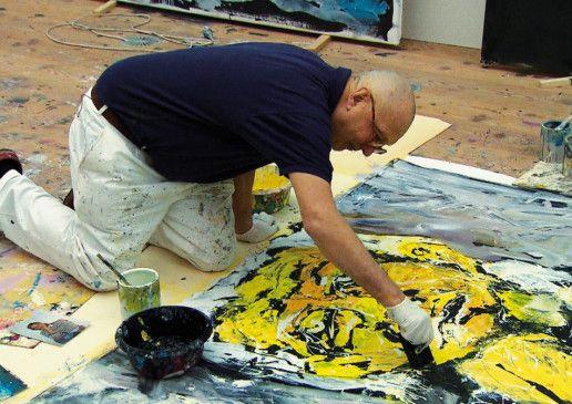 Goerg Baselitz bei der Arbeit in seinem Atelier