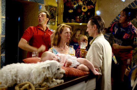 Mit Kind und Hund: Fee Fiona (Fiona Gordon) und Nachtportier Dom (Dominique Abel)
