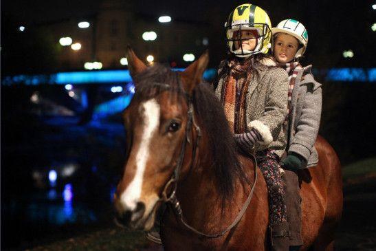 Mit Pferd und Freundin unterwegs: Enzo Gaier mit Natasa Paunovic
