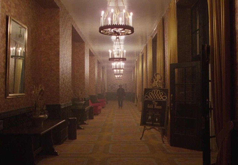 Einer der scheinbar unendlichen Flure des Overlook-Hotels in Colorado - die Zimmernummer 237 gab es übrigens nicht