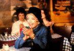 Lilliana Zorska (Anne Baxter) scheint begeistert zu sein