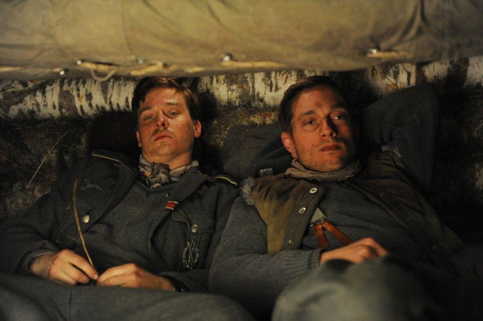 Kampfpause: Friedhelm (Tom Schilling, l.) und Wilhelm Winter (Volker Bruch)