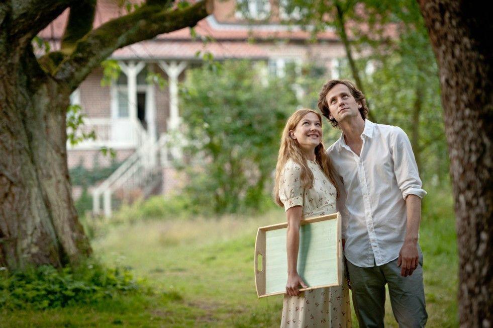 Zwischen Max (Florian Stetter) und Iris (Hannah Herzsprung) scheint es gefunkt zu haben