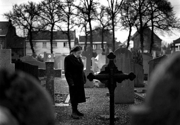 Emilienne auf dem Friedhof von Doel