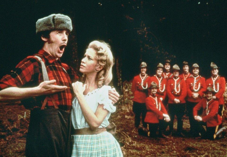 """Michael Palin und Carol Cleveland in """"Holzfäller-Lied"""""""