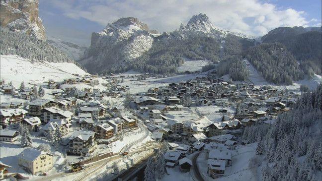 Tolles Panorama: Alpendorf von oben