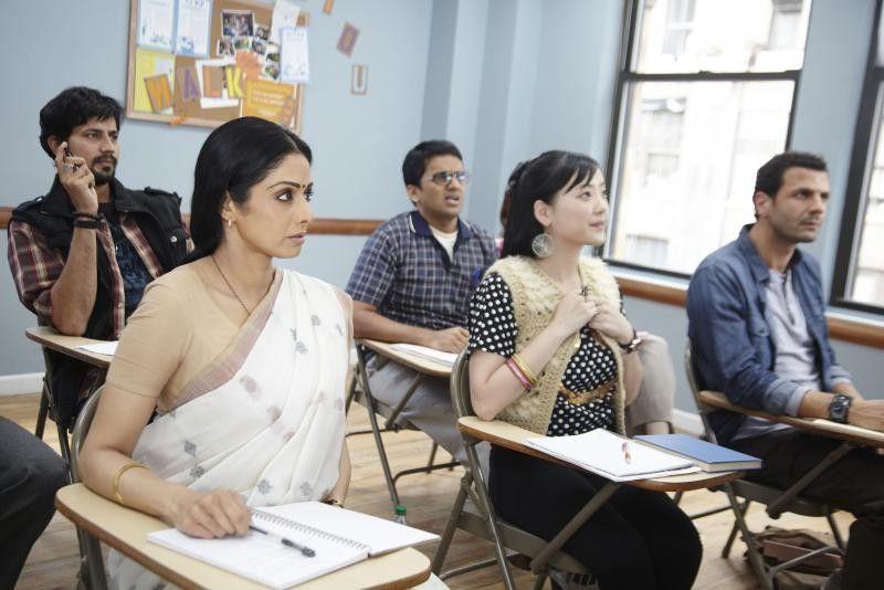 Endlich eine neue Sprache lernen - Sridevi (l.) in der Rolle der Shashi Godbole