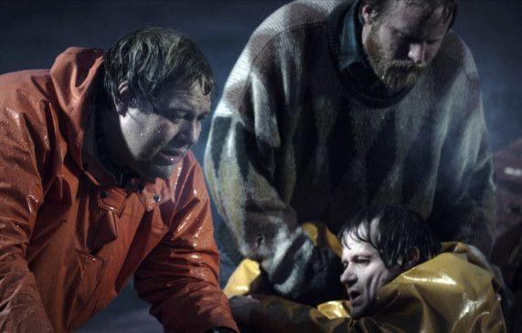 Noch leben drei Fischer - doch der Überlebenskampf auf hoher See hat erst begonnen ...