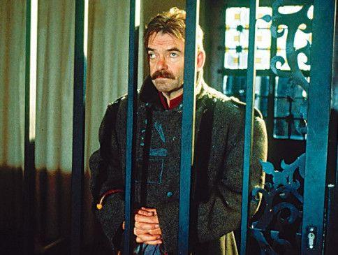 Und schon wieder hinter Gittern: Branko Samarovski als Andreas Pum