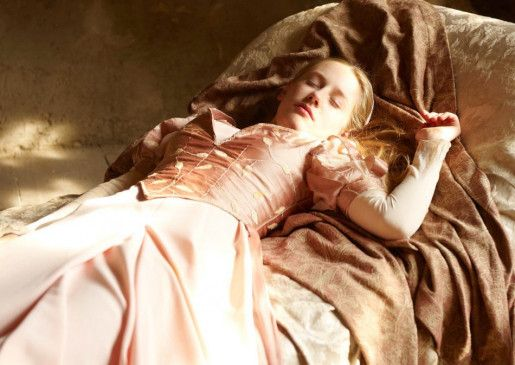 100 Jahre musst Prinzessin Myrose (Lotte Flack) jetzt schlafen