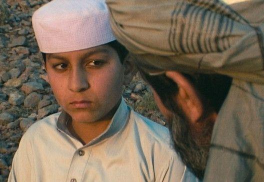 Niaz (Niaz Khan Shinwari) möchte gegen den Willen seines Vaters eine Schule besuchen