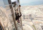Action am höchsten Gebäude der Welt: Jeremy Renner (o.) und Tom Cruise in Dubai