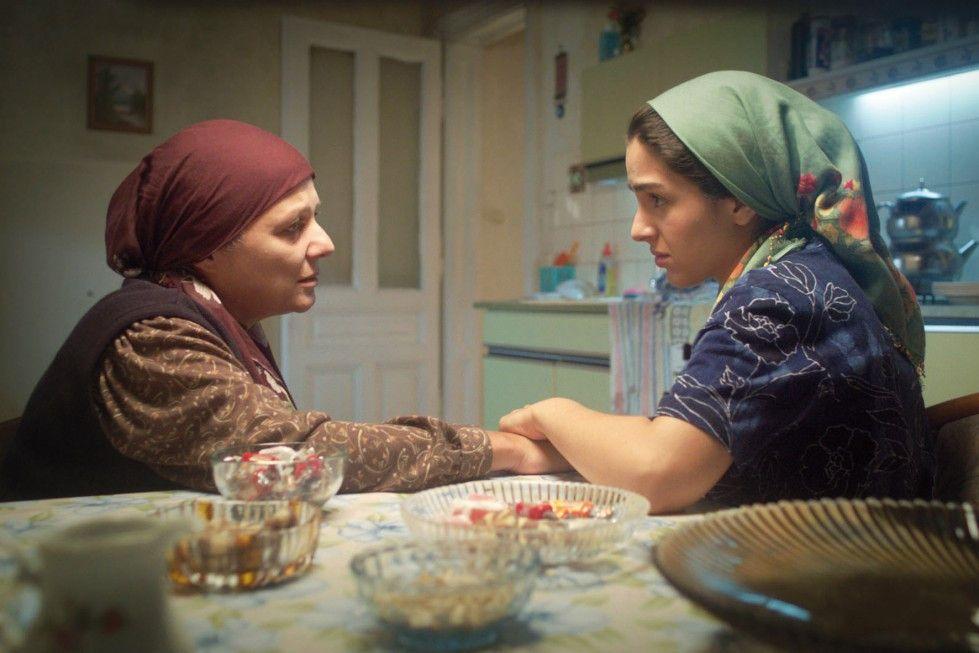 Zwei Generationen von Frauen: Fatma (Nihal Koldaş, l.) und Ayse (Begüm Akkaya)