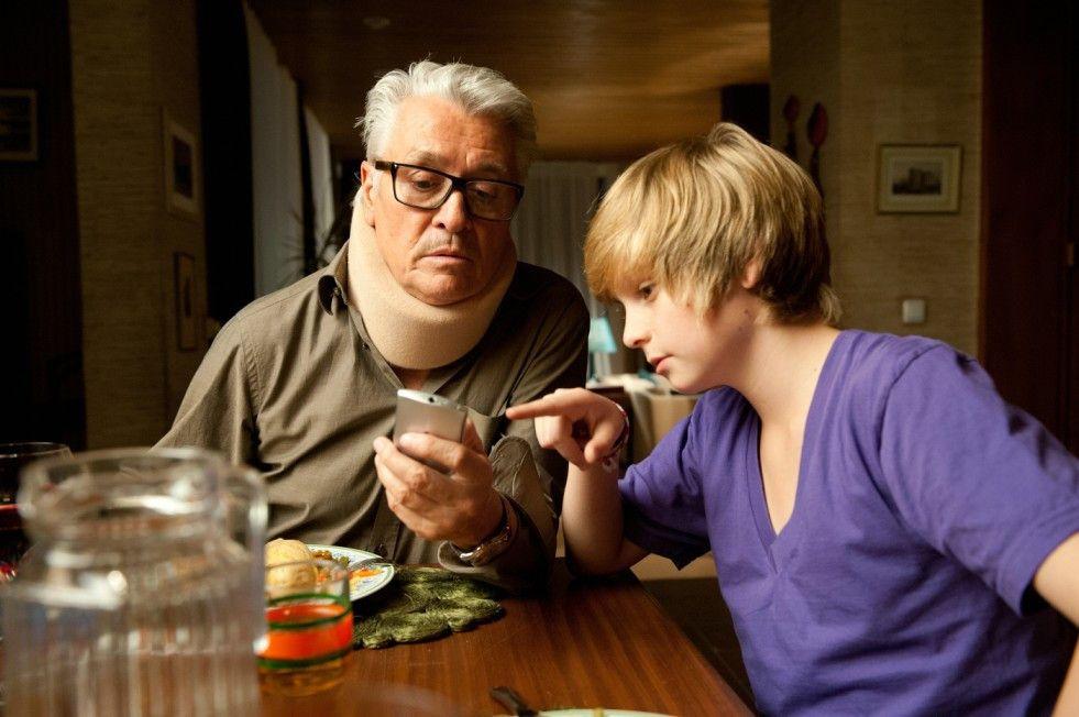 Opa und Enkel: Henry Hübchen mit Marius Haas