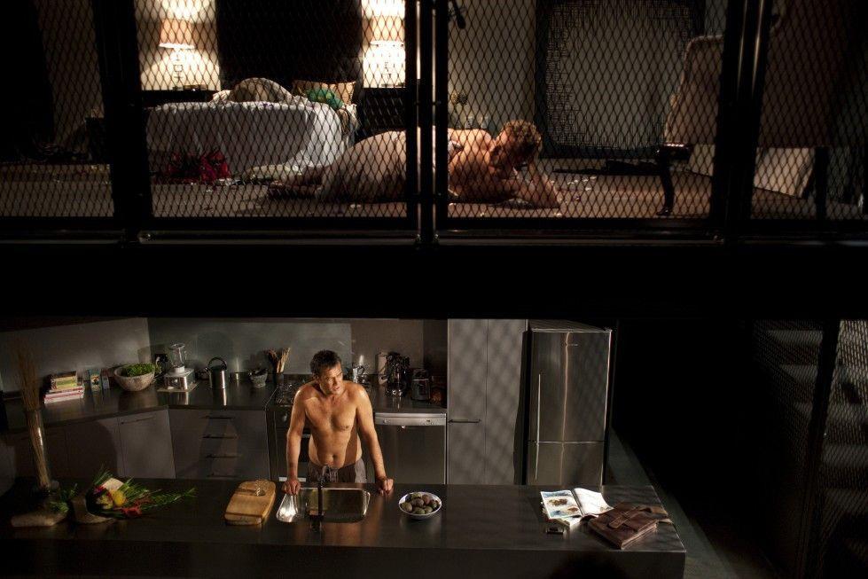 Kawa (Calvin Tuteao, u.) und Chris (Dean O'Gorman) als Liebespaar