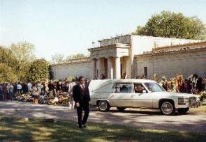 Friedhof Forest Hill in Memphis: Vor wenigen Minuten ist Elvis Presley beigesetzt worden