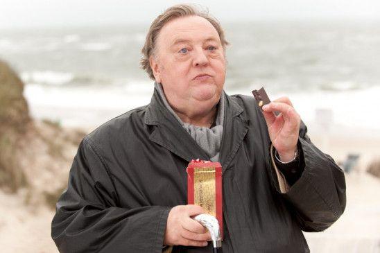 Balthasar Berg (Dieter Pfaff) liebt Schokolade ...