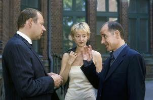 Angeregte Unterhaltung: Axel Milberg, Susanne Lothar, Ulrich Mühe (v.l.)