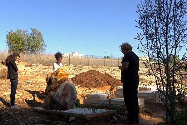 Trauer am Grab des ermordeten Juliano Mer-Khamis