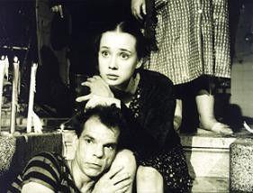 Denis Lavant und Chulpan Hamatova sind traurig,  denn der Filmvater von Denis ist gestorben