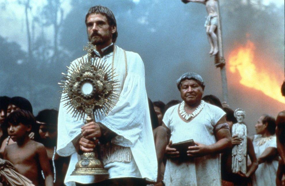 Missionar Gabriel (Jeremy Irons) vertraut auf Gott