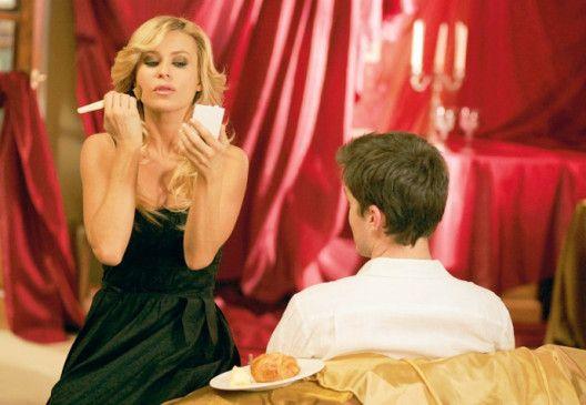 Candy (Carmen Electra) versteht es, Männer zu reizen