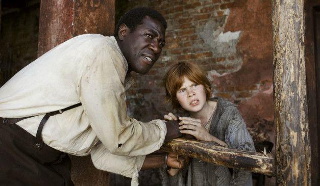 Auf der Flucht: Huck Finn (Leon Seidel) und Sklave Jim (Jacky Ido)