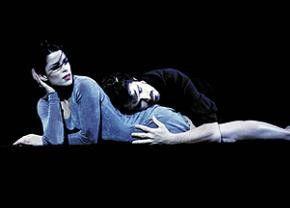 Langeweile beim Tanz: Neve Campbell und James Franco