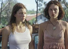 Hörst du die Kettensäge? Jessica Biel und Erica Leerhsen (v.l.)