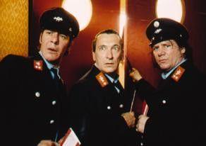 Ach, das hier ist gar nicht die Postfiliale!  Thierry van Werveke, Rudolf Kowalski und Claude  Oliver Rudolph (v. l.)