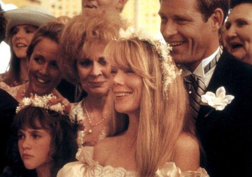 Chris (Sissy Spacek, M.) will den Langeweiler Walt (Brian Kervin, r.) heiraten