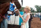 Braves Pferd! Diane Lane begutachtet ihren Sieger