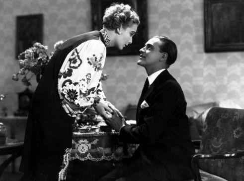 Statt sich gegenseitig zu beseitigen, verlieben sich Sonja (Gerda Maurus) und Agent No. 326 (Willy Fritsch)
