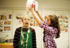 Der Alltag kann selbst für 13-Jährige ganz schön hart sein: Ask van der Hagen und Susanne Boucher