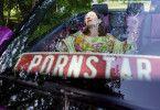 Genießt die neu gewonnene Freiheit: Charlotte Schwab als Katharina Aebi