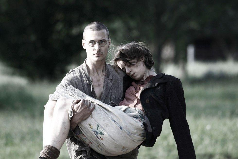Rettung in letzter Minute: Mateusz Damiecki und Alice Dwyer
