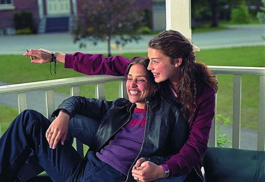 Noch ist das Internatsleben von Paulie (Piper Perabo, l.) und Tori (Jessica Paré) in bester Ordnung