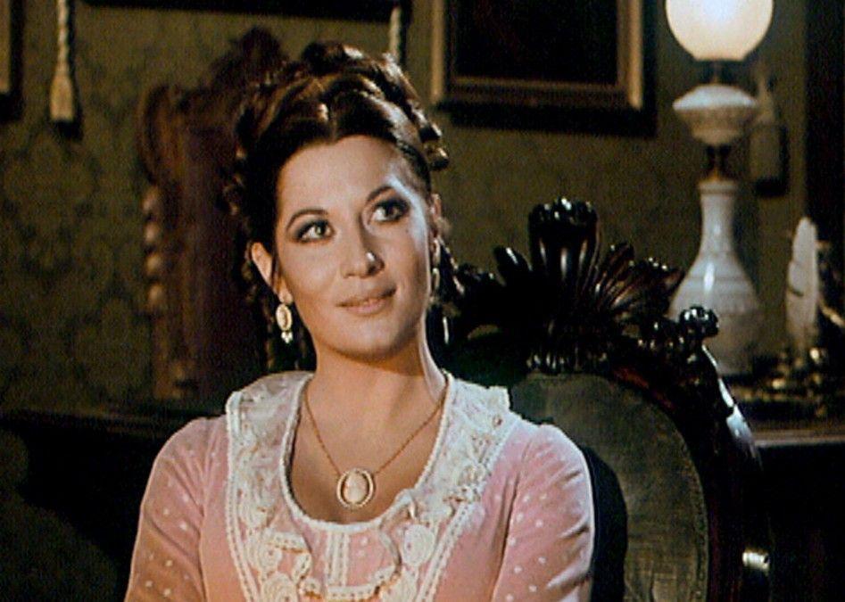 Sara Bey alias Rosalba Neri als attraktive Lady Frankenstein