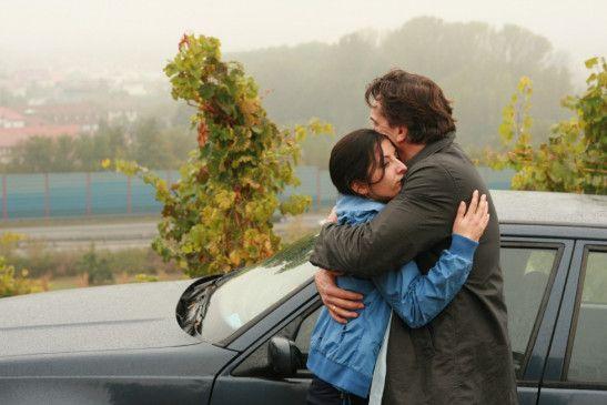 Meryem (Tanya Barut) und Nikolas (Thomas Sarbacher) können sich aus Angst vor Meryems Mann nicht öffentlich treffen