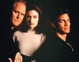 John Lithgow, Mädchen Amick und Eric Roberts suchen  nach dem geeigneten Gesichtsausdruck