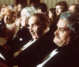 Irgendwie macht die Oper ziemlich müde! Fritz Eckhardt (l.) und Kurt Jaggberg