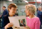 Ist das nicht ein schöner Kalender? Julie Waters und Helen Mirren (r.)
