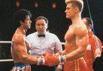 Rocky (Sylvester Stallone, l.) muss gegen den  russischen Riesen (Dolph Lundgren) boxen
