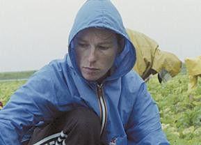 Schuften bei Wind und Wetter: Aleksandra Justa als Eva