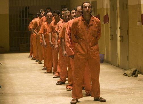 Gefangene in Reih' und Glied