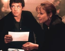 Patrick Bruel trifft bei seinen Nachforschungen auf Marthe Keller
