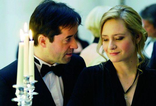 Jetzt sind sie schon beim Abendessen mit Kerzenlicht: Jan Josef Liefers und Julia Jentsch