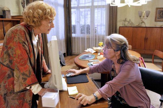 Ich muss endlich raus hier! Margot (Rosemarie Fendel, l.) und ihre Schwester Wilma (Cornelia Froboess)